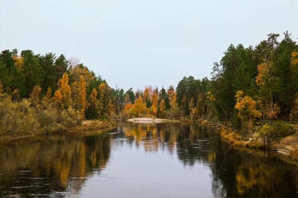 Фото - средняя река осенью